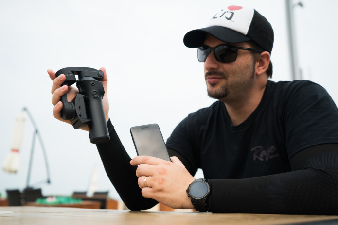 ATOM: A Pocket-Sized 3-Axis Smartphone Gimbal-GadgetAny