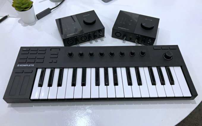 KOMPLETE KONTROL M32: A Micro-Sized Keyboards Controller-GadgetAny